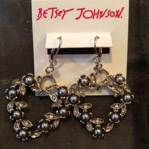 Betsey Johnson Whimsical Pearl & CZ on leaf heart